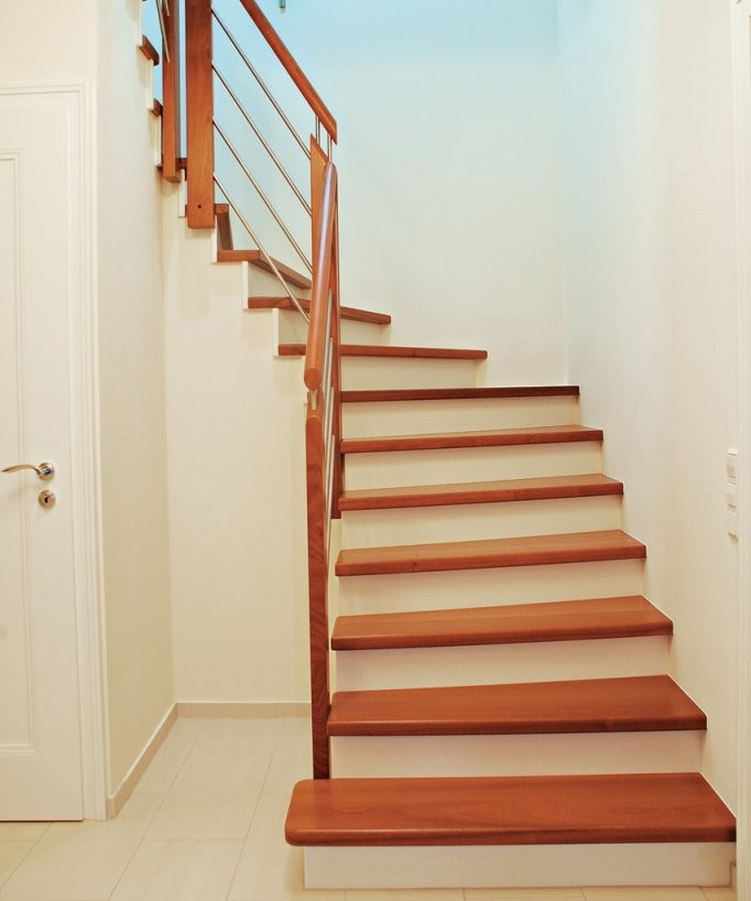 Holzstufen Auf Betontreppe Betontreppe Mit Holzstufen Verkleiden von Treppen Kaufen In Polen Photo