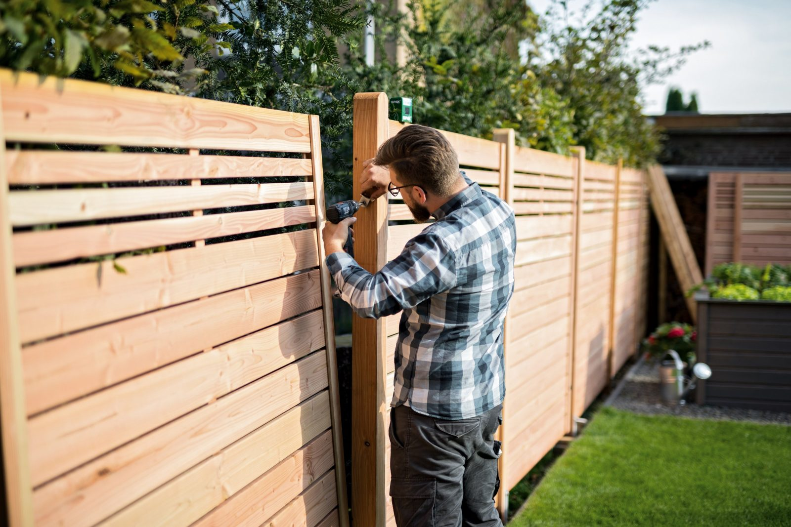 Holzzaun Mit Einschlaghülsen Leicht Selber Bauen  Obi von Sichtschutz Lärche Selber Bauen Bild