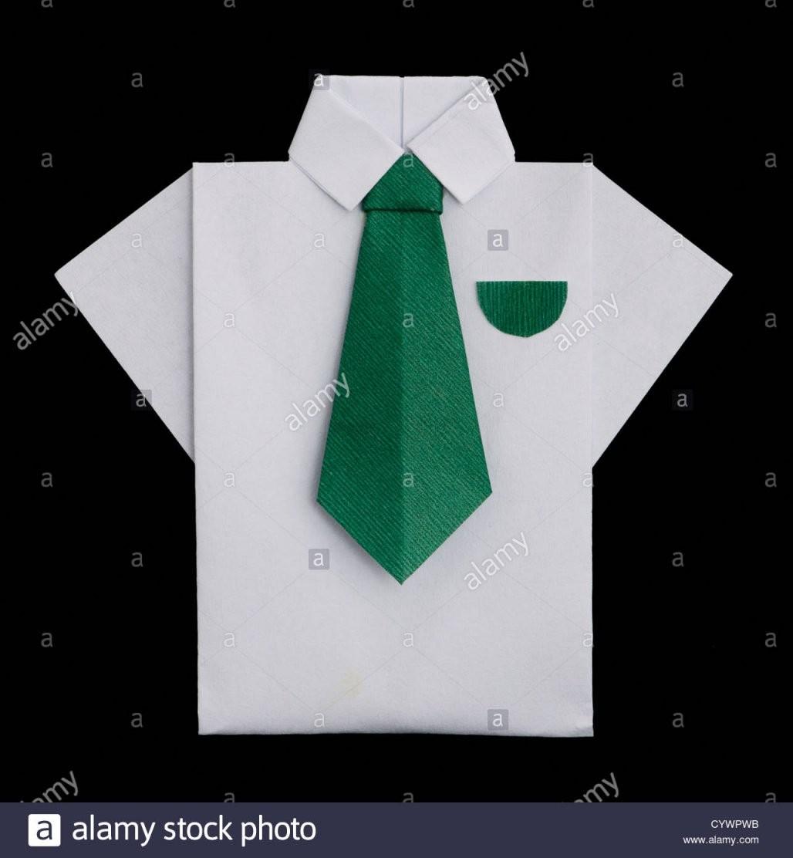 Isolierte Papier Gemacht Weißes Hemd Mit Grüner Krawatte Gefaltete von Origami Hemd Mit Krawatte Bild