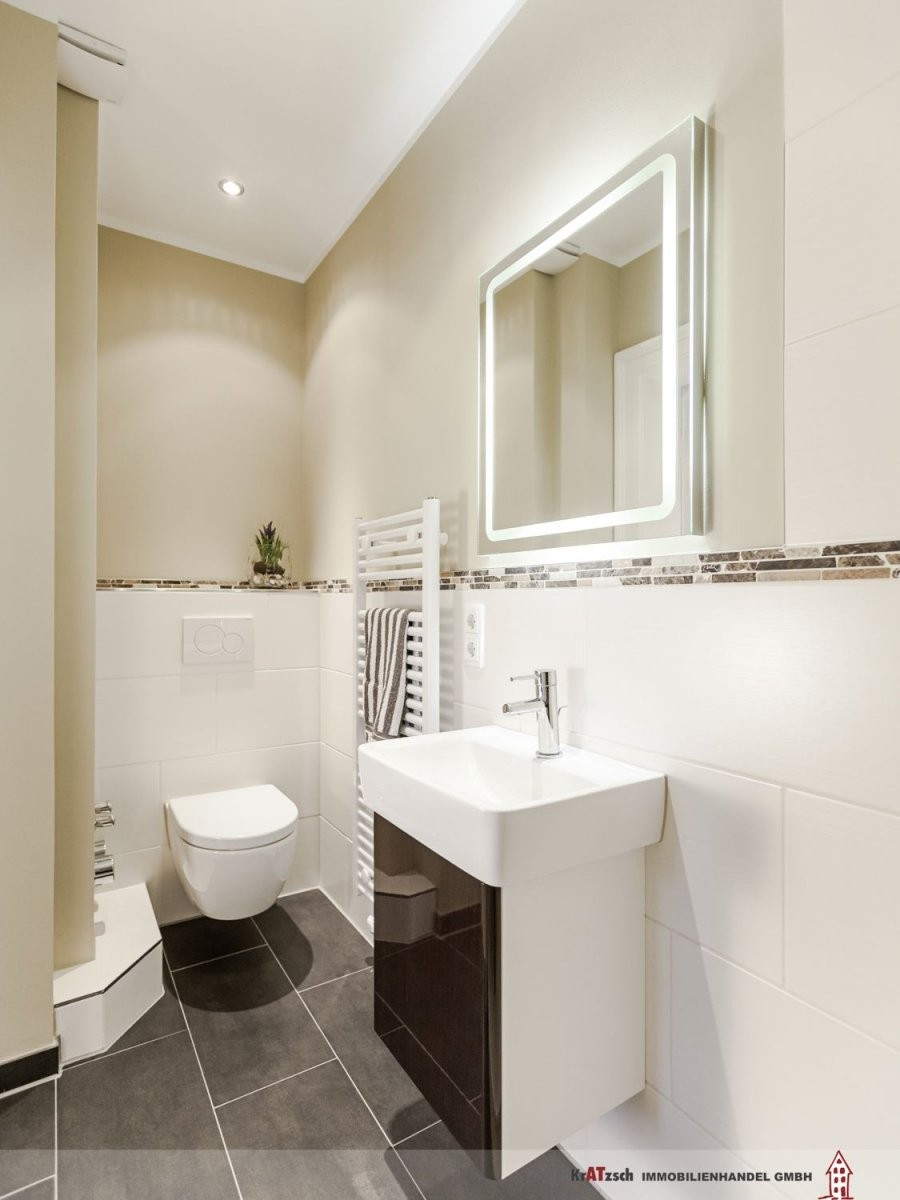 Klare Linien Im Gästebad Mit Dusche Wc Und Handwaschbecken Sind von Fliesen Bad Ideen Modern Bild