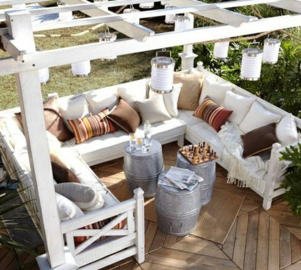 Klasse Pergola Zum Selber Bauen Mit Gemütlicher Lounge Sitzecke Im von Sitzecke Garten Selber Bauen Bild