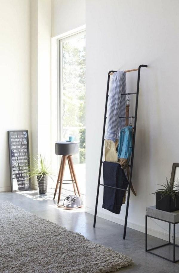 Kleiderablage Im Schlafzimmer  Die Leiter Einfach An Die Wand von Fotos An Die Wand Bild