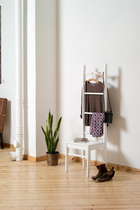 Kleiderstuhl  Kleiderleiter  Kleiderstuhl Inspiration von Ablage Für Kleidung Im Schlafzimmer Bild