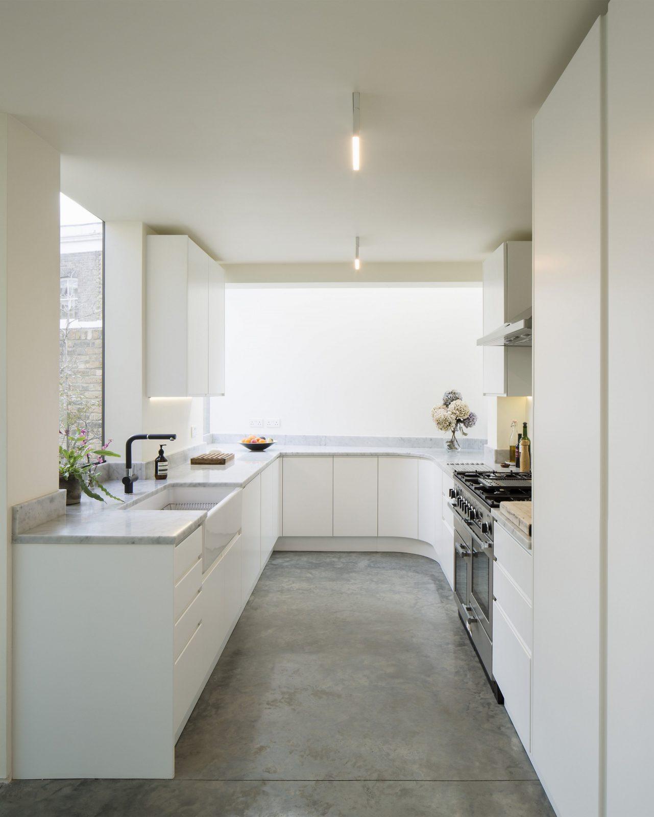 Kleine Küchen Einrichten Alles Am Perfekten Platz  Das Haus von Küche Kleiner Raum Modern Bild