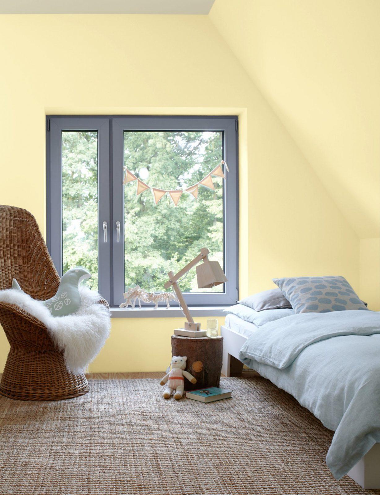 Kleine Zimmer Dachschrägen Optisch Vergrößern Alpina Farbe  Wirkung von Schlafzimmer Mit Dachschräge Farblich Gestalten Bild