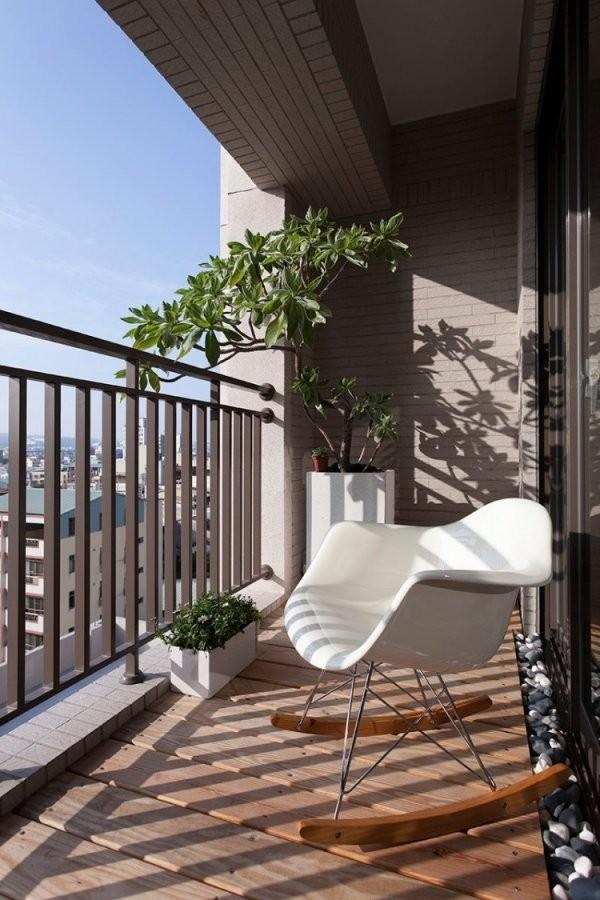 Kleinen Balkon Gestalten  Ideen Mit Bunten Balkonmöbeln Und Pflanzen von Balkon Ideen Kleiner Balkon Photo