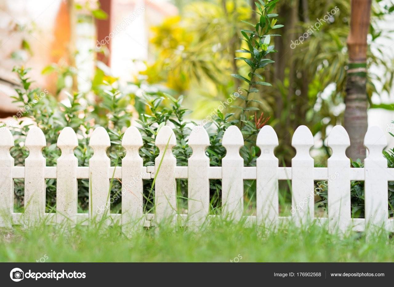 Kleiner Garten Zaun — Stockfoto © Yeawstock@gmail 176902568 von Kleiner Zaun Für Vorgarten Bild