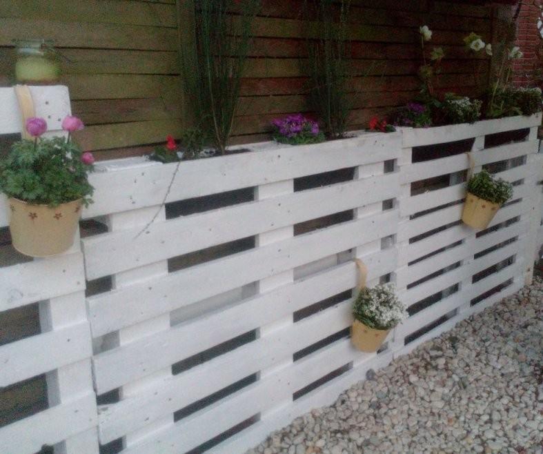 Kleiner Gartenzaun Aus Europaletten Bzw Einwegpaletten Mit von Kleiner Zaun Für Vorgarten Bild
