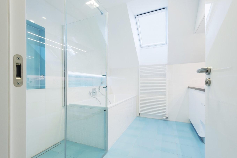 Kleines Bad Dachschrägen Diese Duschen Lösen 5 Platzprobleme von Duschideen Für Kleine Bäder Bild