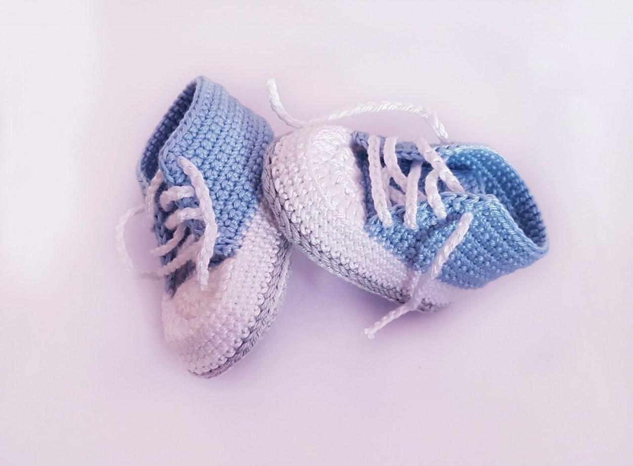 Kostenlose Häkelanleitung Babyschuhe Für Neugeborene von Chucks Häkeln Für Erwachsene Bild