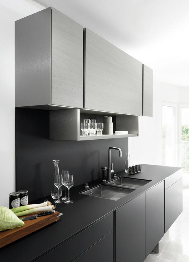 Küche In Schwarz Matt Oder Hochglanz Was Ist Besser  Kleine von Küche Kleiner Raum Modern Photo