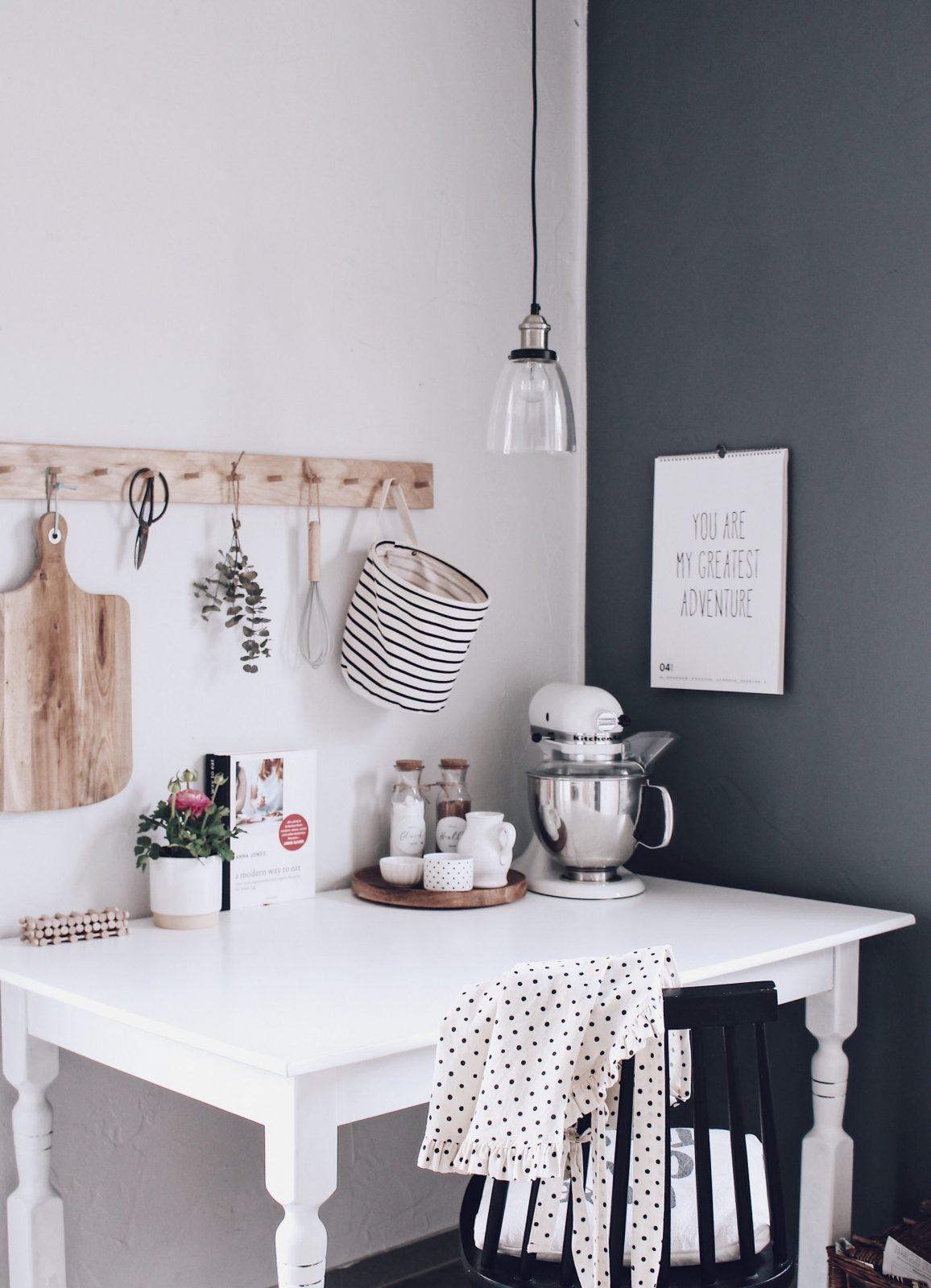 Küche Neu Gestalten  Schnell Und Einfach Mit Tafelfarbe  Küche von Deko Ideen Küche Wand Bild