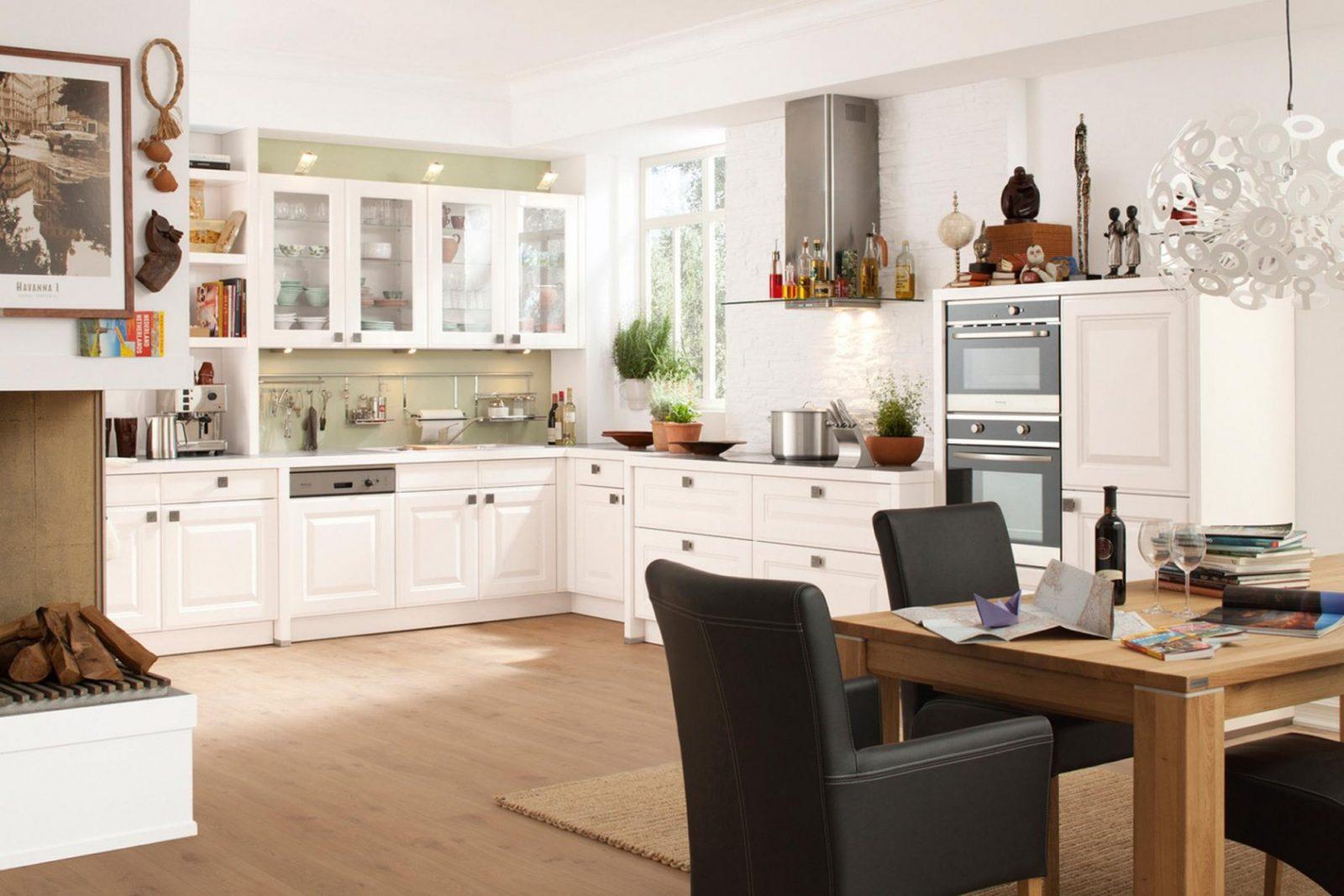 Küchen Im Landhausstil Inspiration Bei Couch von Küche Im Landhausstil Gestalten Bild
