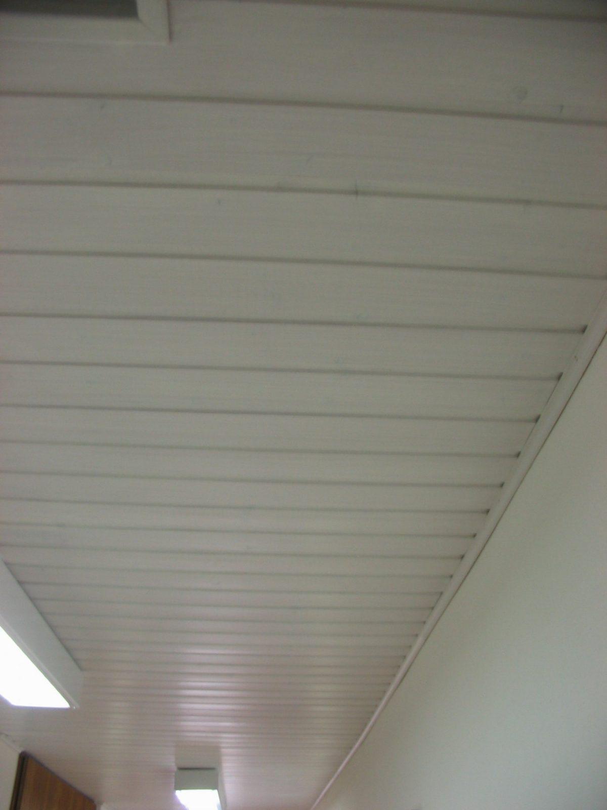 Lackierte Holzdecke Weiß Streichen – Ohne Abschleifen Möglich von Braune Holzdecke Weiß Streichen Bild