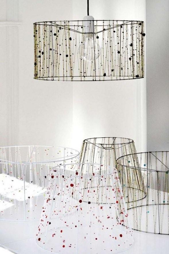 Lampenschirm Für Stehlampe Selber Machen  Mit Ketten Und Perlen von Lampenschirm Drahtgestell Selber Machen Bild