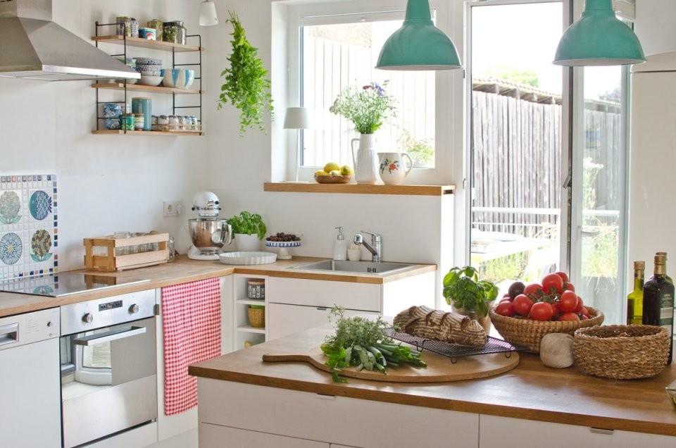 Landhaus Deko In Der Küche Im Sommer  Leelah Loves von Dekoration Für Die Küche Bild