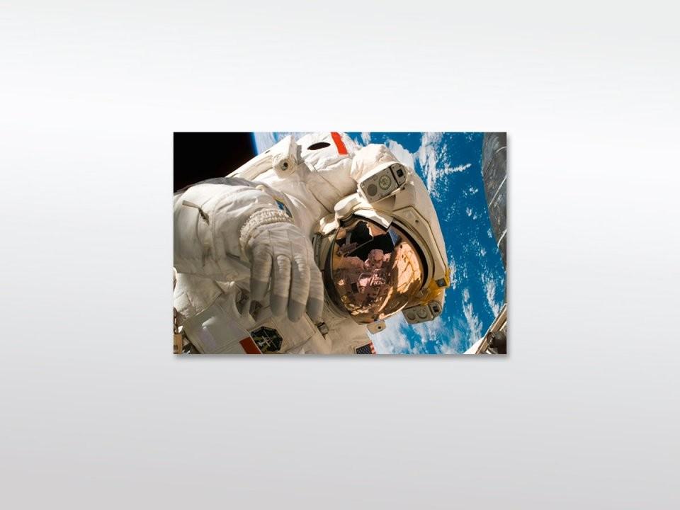 Leinwandbild Xxl Man In Space  Mitohne Hochwertigem Holz von Leinwandbilder Schwarz Weiß Xxl Bild