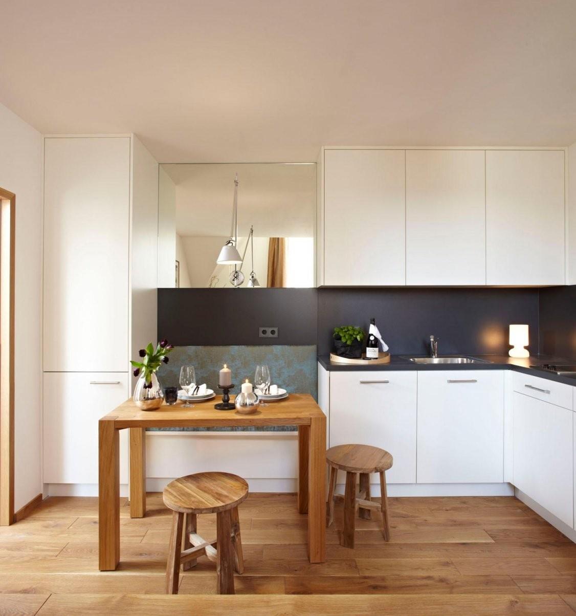 Massgefertigte Küche Mit Integrierter Sitzbank Spie von Küche Mit Integriertem Tisch Photo