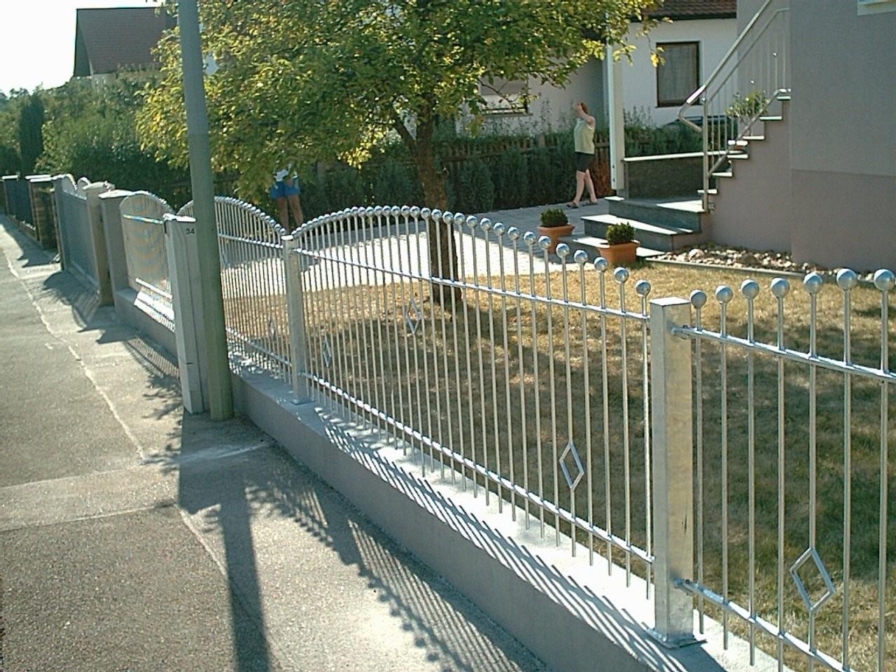 Metallbau Zaunbau Feuerverzinkte Gartenzäune Zäune Tore Und Türen von Edelstahl Zaun Aus Polen Photo