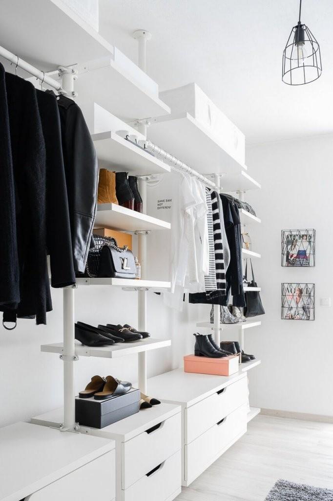 Minimalismus Mode  Fair Fashion  Inspos  Ankleide Zimmer von Begehbarer Kleiderschrank Ikea Stolmen Bild