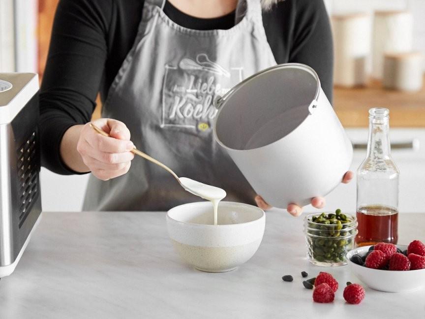 Mit Und Ohne Maschine Wie Du Veganen Joghurt Selber Machst von Joghurt Selber Machen Vegan Bild