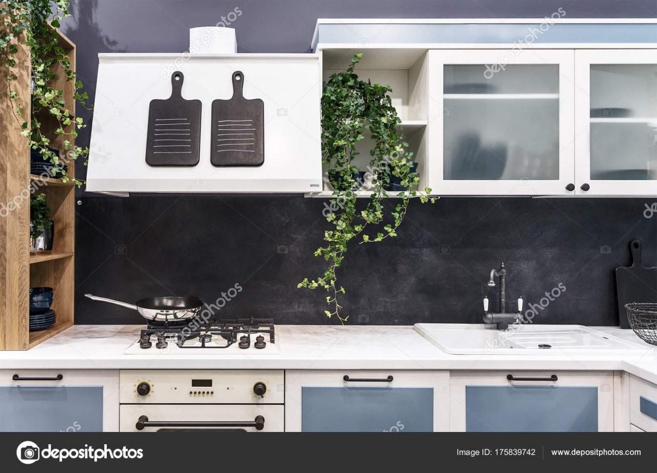 Moderne Küche Im Vintagestil Leichte Möbel Mit Eingebauter Gas von Küchen Im Vintage Stil Bild