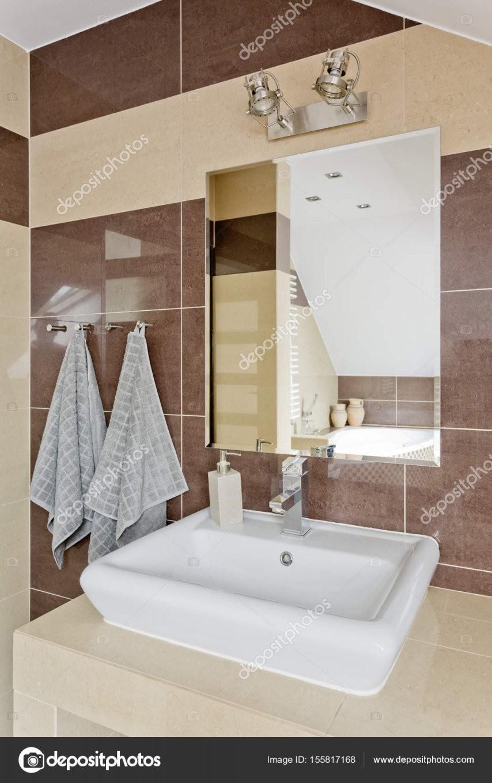 Modernes Bad Mit Beige Fliesen — Stockfoto © Photographeeeu 155817168 von Moderne Badezimmer Fliesen Beige Bild