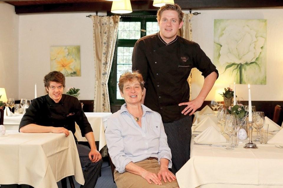 """Mülheimer Lokal """"Am Kamin"""" Mit Michelinstern Ausgezeichnet von Restaurant Am Kamin Duisburg Photo"""