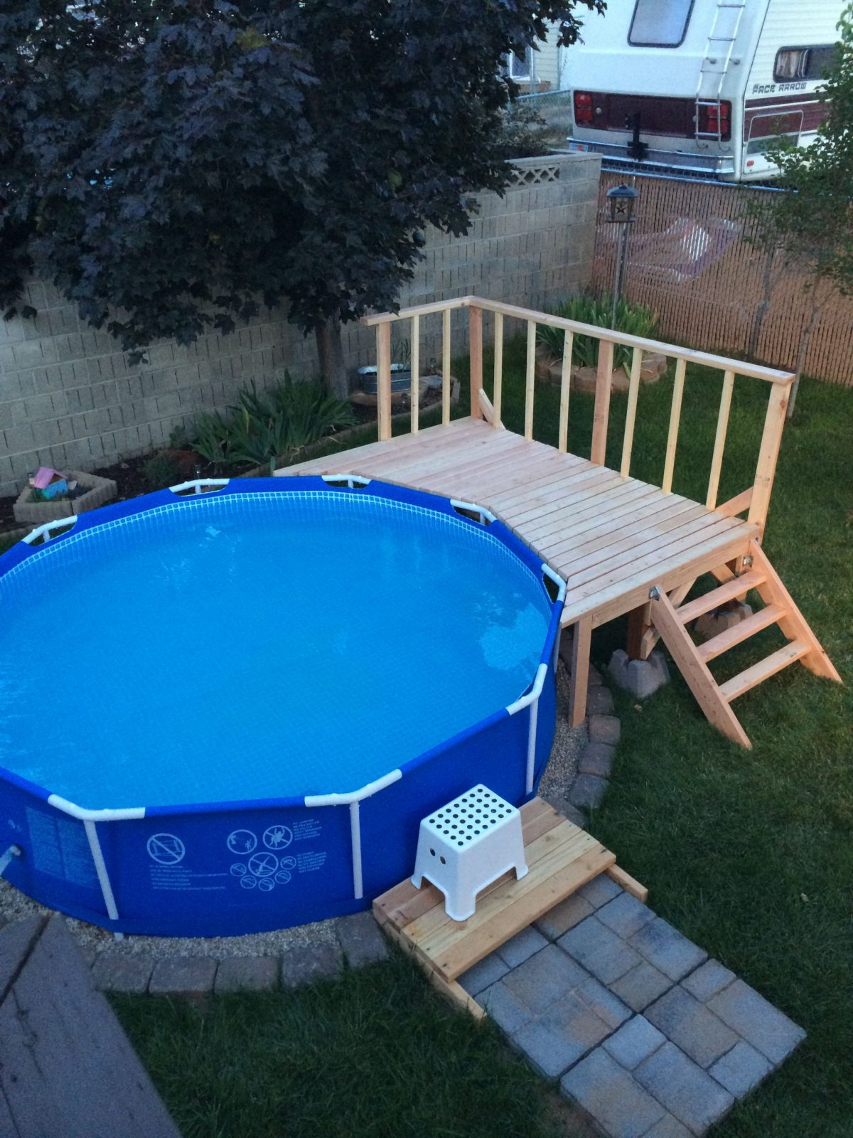 My Pool Deck Not Very Big But Perfect For The Backyard  Garten In von Pool Deck Selber Bauen Bild