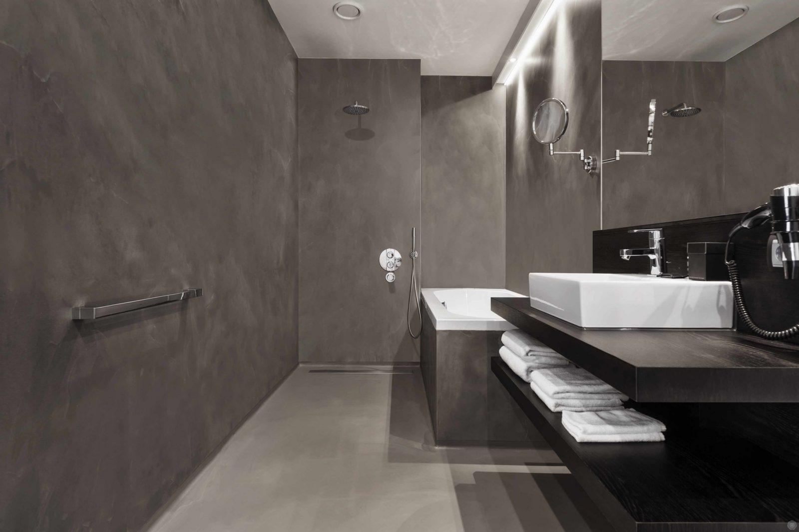 Nahtlose Wände Ein Haus Ohne Fliesen  Senso Gussböden von Wandverkleidung Bad Ohne Fliesen Photo