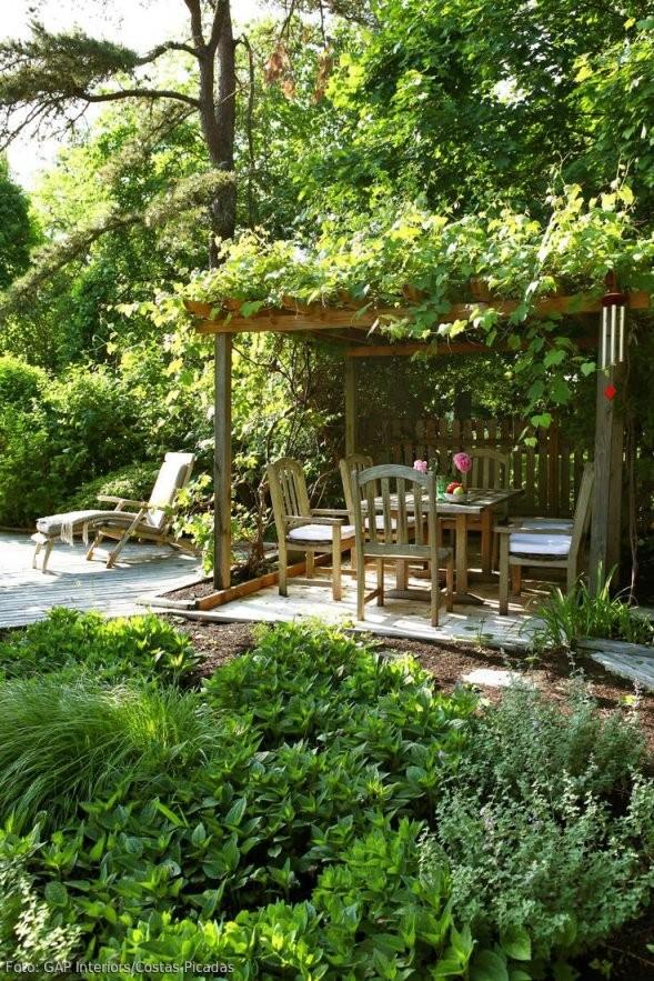Natürlicher Garten Mit Überdachter Sitzecke  If I Could Be A von Sitzecken Im Garten Bilder Bild