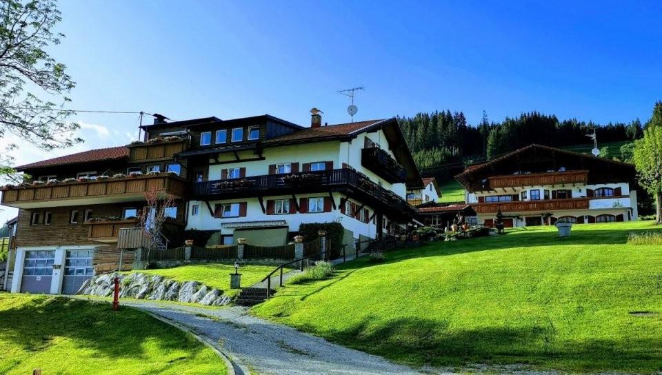 Nimm' 2Im Paket Pension Mit Mehrfamilienhaus In Traumlage Von von Haus Kaufen Tannheimer Tal Bild