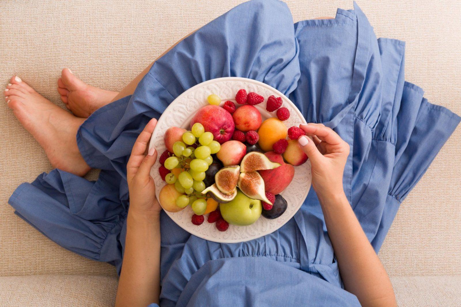 Obstflecken Entfernen – So Klappt's Bestimmt  Brigitte von Stockflecken Entfernen Stoff Hausmittel Bild