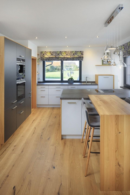 Offene Küche Modern Mit Kochinsel Grau Weiß Holz  Ideen Haus von Küche Kleiner Raum Modern Bild