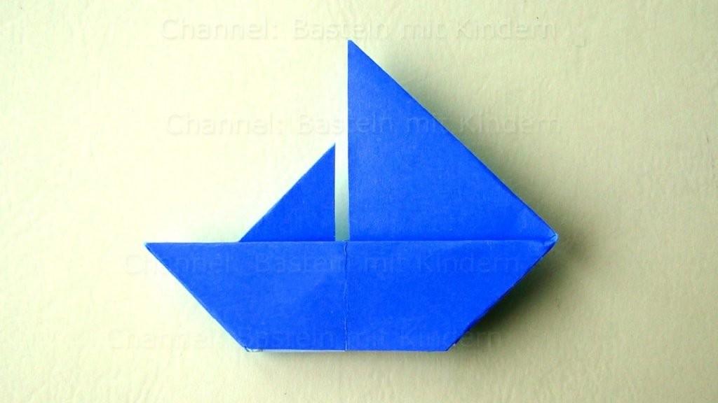 Origami Boot Basteln Mit Kindern  Einfaches Origami Segelboot von Boote Basteln Mit Kindern Bild