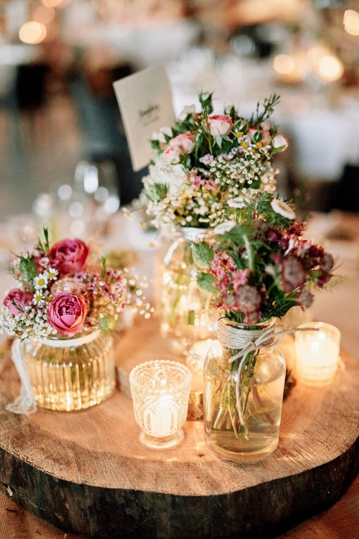 Originelle Landhaushochzeit Mit Vw Bulli  Dresses And Others von Tischdeko Hochzeit Vintage Rosa Bild