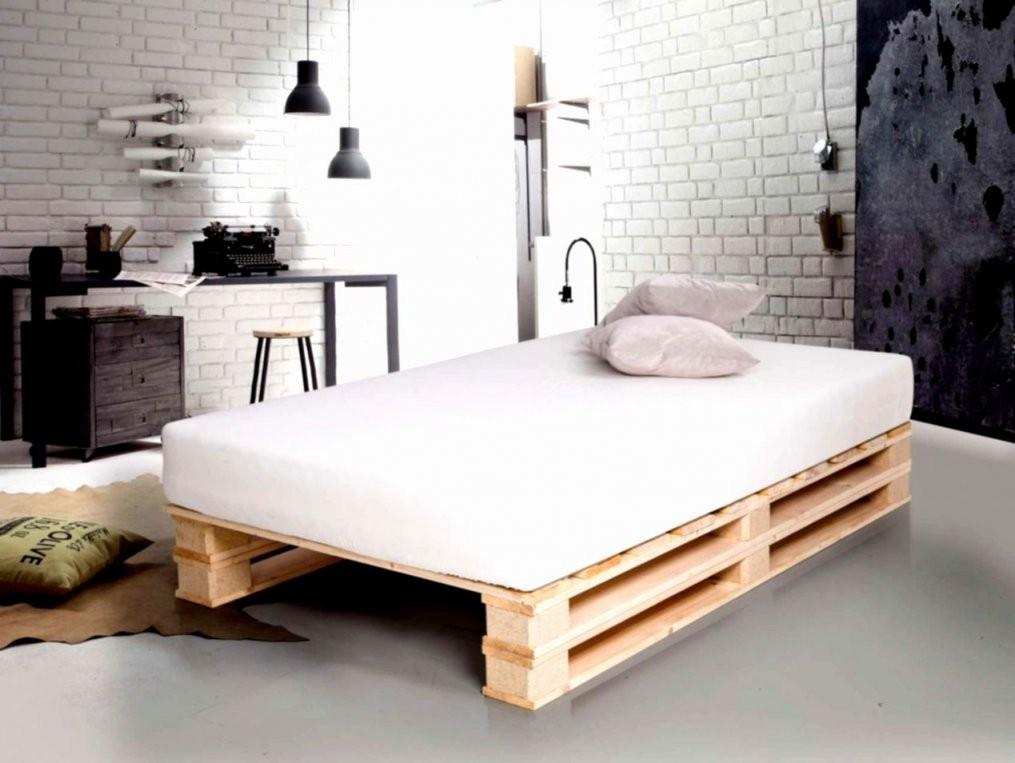 Palettenbett Mit Bett Aus Europaletten Mit Lattenrost Anleitung As von Europaletten Bett Mit Lattenrost Bild