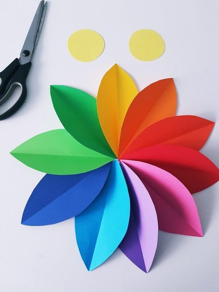Papierblumen Basteln Einfache Anleitung Für Eine Blumen Wanddeko von Einfache Blumen Falten Anleitung Photo