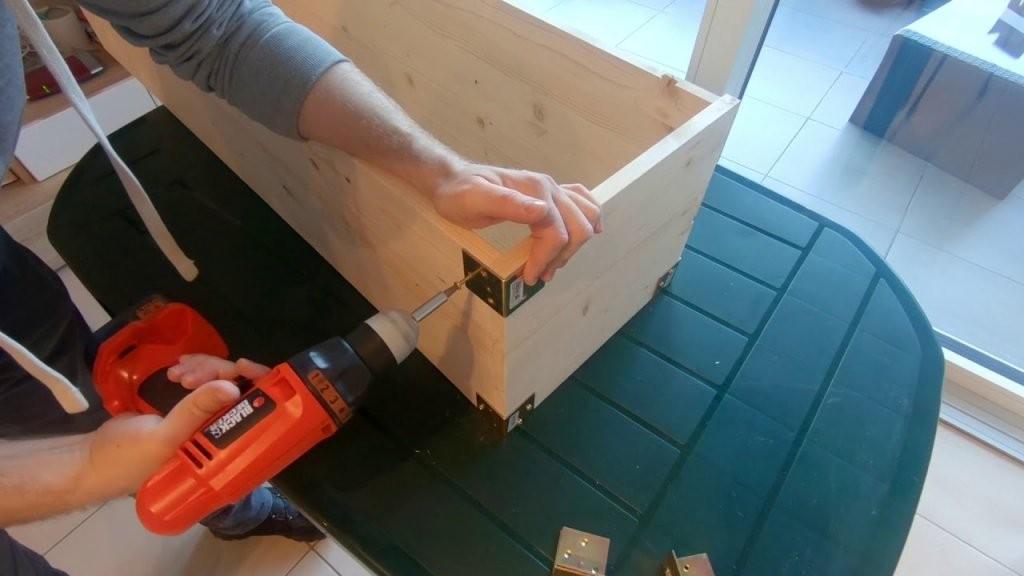 Pflanzkasten Selber Bauen 🛠 Mein Balkon Garten 👍  Youtube von Holz Pflanzkübel Selber Bauen Bild
