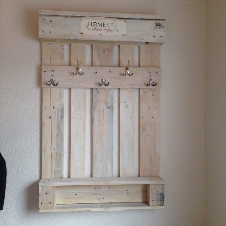 Pin Von Mardi Neefe Auf Repurpos Ideas  Möbel Aus Paletten von Garderobe Aus Paletten Selber Bauen Bild