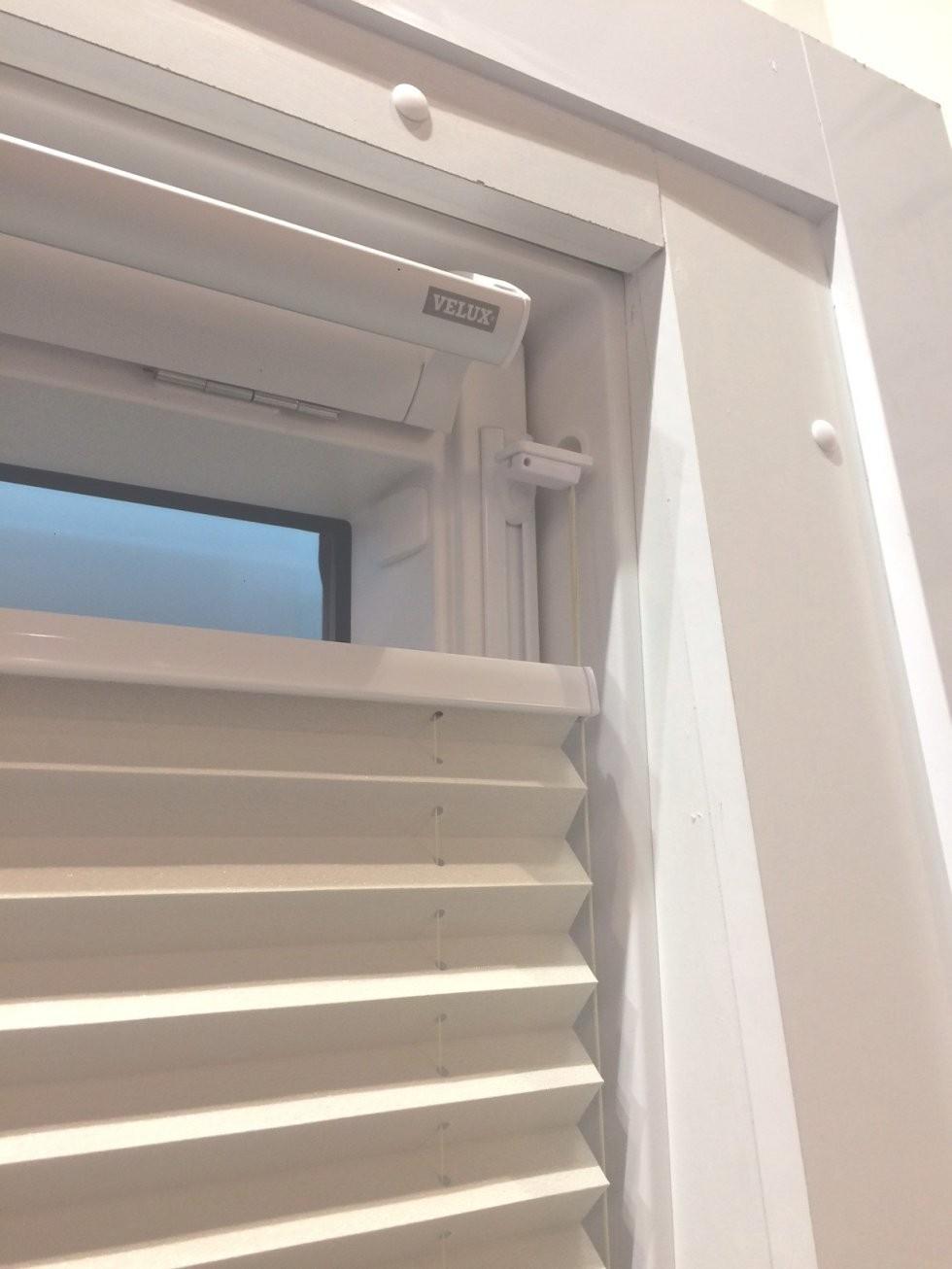 Plissee Ohne Bohren Für Dachfenster  Rollomeister von Velux Dachfenster Plissee Ohne Bohren Bild