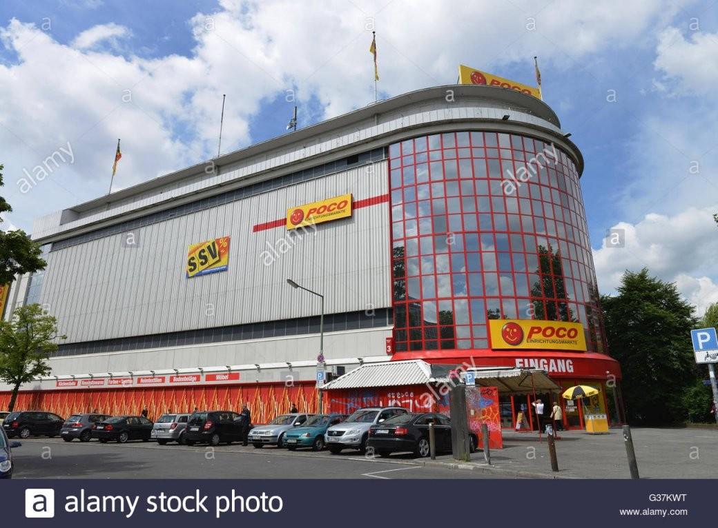Poco Einrichtungsmarkt Bluecherplatz Kreuzberg Berlin Stock von Poco Einrichtungsmarkt Berlin Kreuzberg Bild