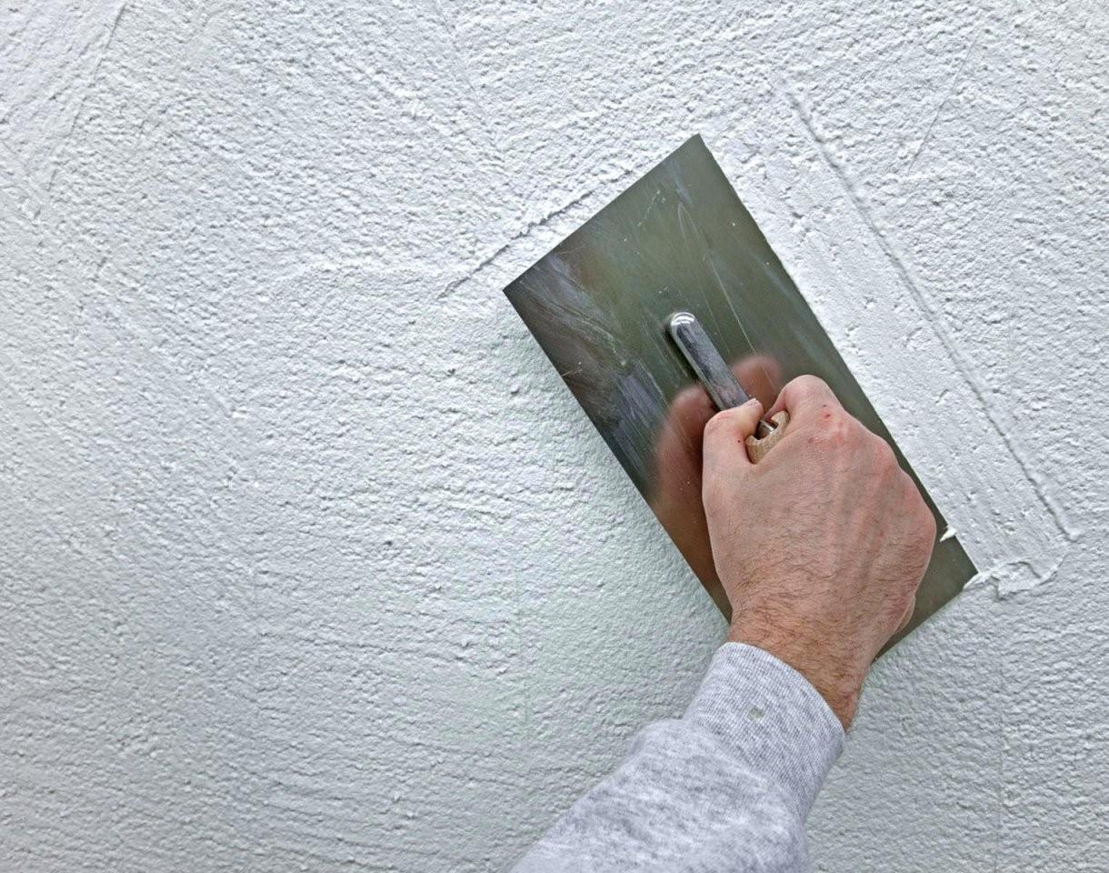 Putz Schleifen  Fkh von Rotweinflecken An Der Wand Bild