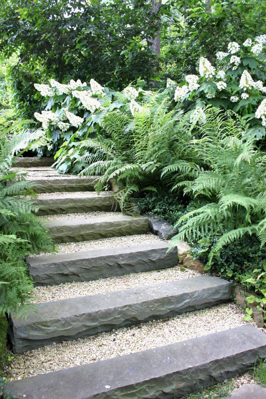 Rindenmulch Garten Das Beste Von Gartengestaltung Mit Steinen Und von Gartengestaltung Mit Steinen Am Hang Bild