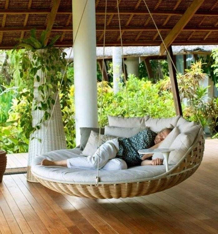 Round Swing Bed For Cozy Relaxation  Revivaldear von Round Rattan Swing Bed Bild
