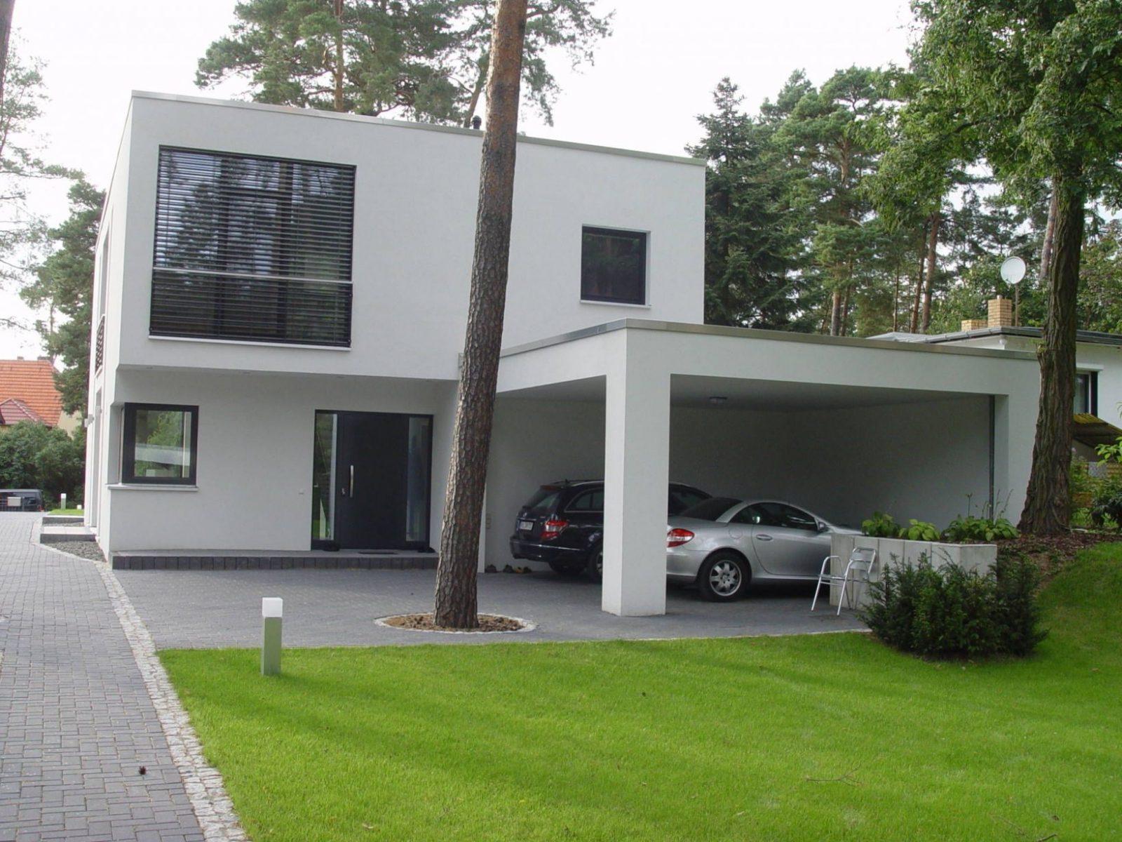 Rückansicht Und Carport Häuser Von  Houses And Interors  Haus von Carport Am Haus Modern Bild