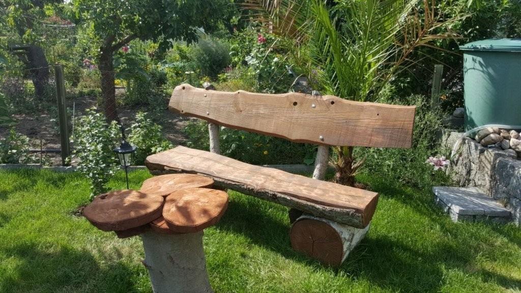 Rustikale Gartenbank Selbst Bauen Aus Holzstämmen Eiche Birke Und von Gartenbank Selber Bauen Einfach Bild