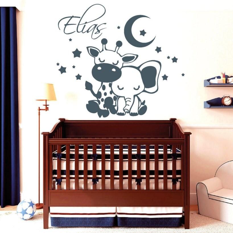 Schlafende Giraffe Und Elefant Mit Wunschname  Wandtattoo von Wandtattoo Kinderzimmer Junge Tiere Bild