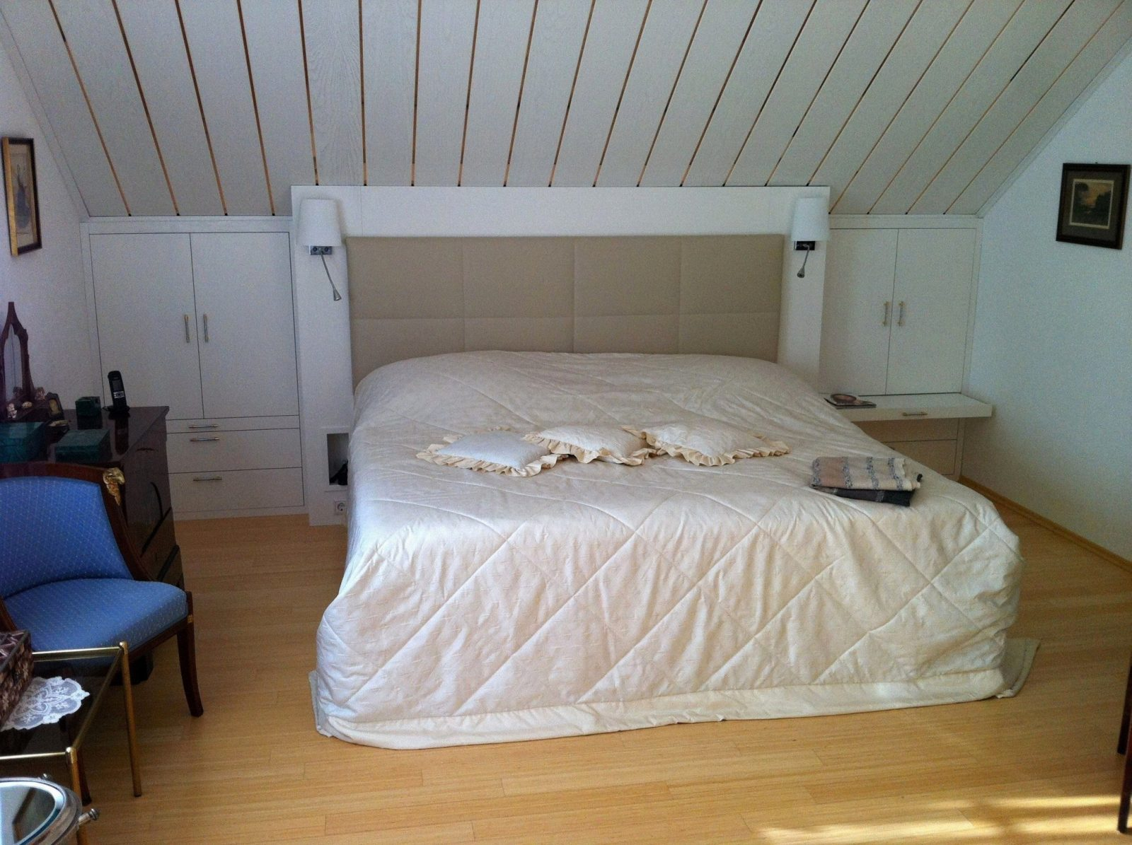 Schlafzimmer Mit Schrägen Wänden Gestalten Gallery Images von Bilder An Schrägen Wänden Bild