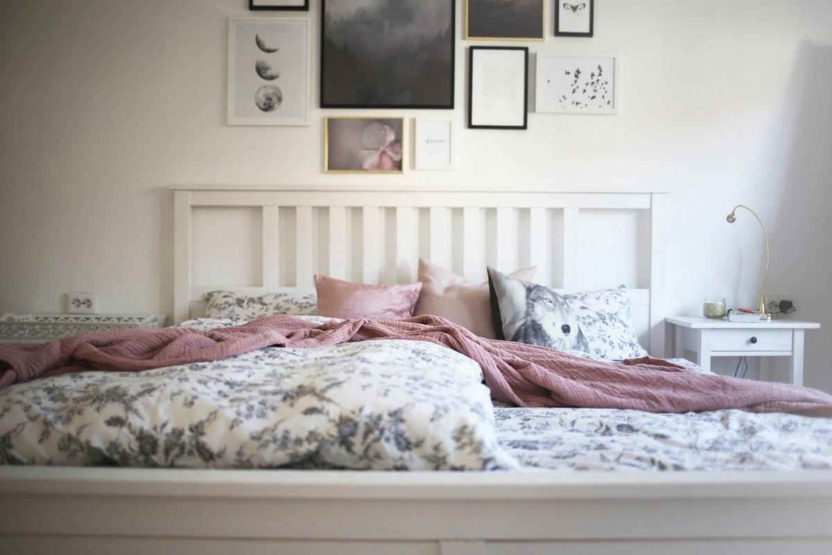 Schlazimmereinblicke  Gestaltung Einer Bilderwand  Wunderhaftig von Beruhigende Bilder Fürs Schlafzimmer Bild